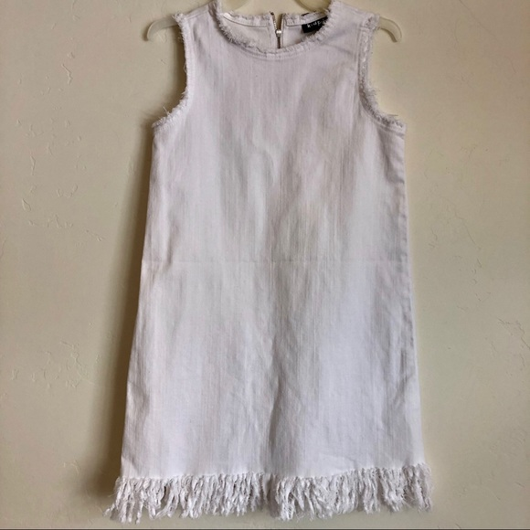 Kidpik Other - White dress with rugged edges